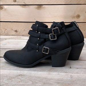 🆕 Madden Girl Heeled Buckle Boots